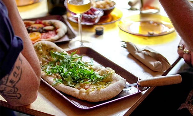 Flat Earth Pizza at The Plough, Homerton, food review
